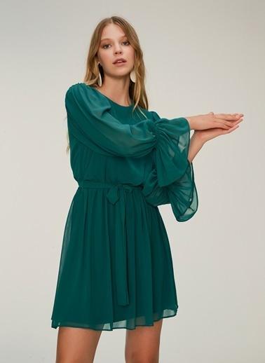 NGSTYLE Balon Kollu Kuşaklı Elbise Yeşil